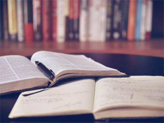 książki_otwarte